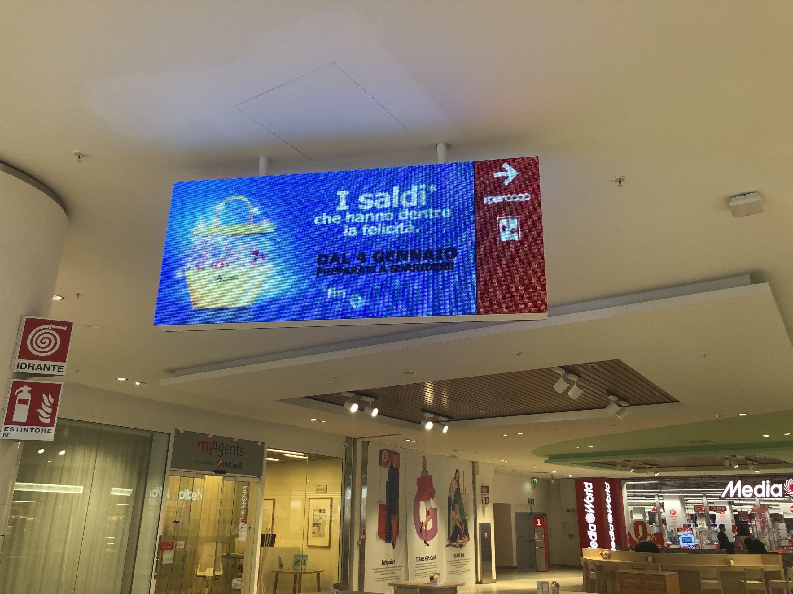 nsegna led direzionale centro commerciale Tiare Shopping