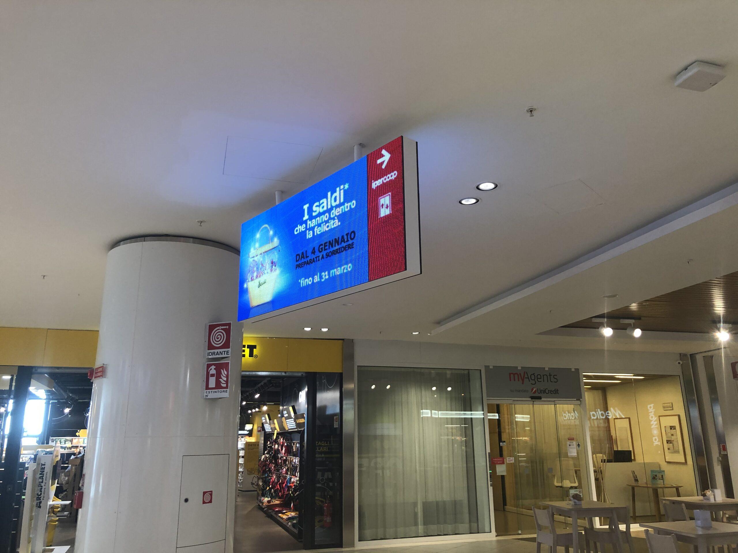 insegna led direzionale centro commerciale Tiare Shopping